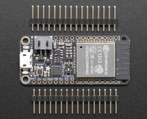 HUZZAH32 − ESP32 Feather Board